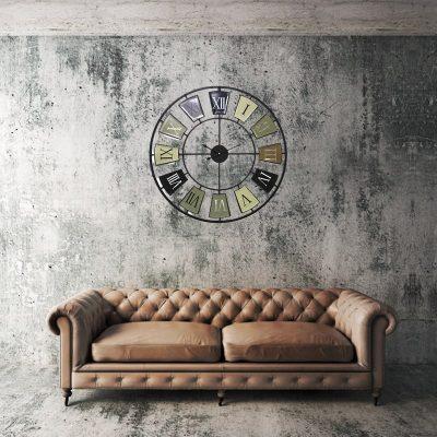 Grande horloge murale 70 cm au dessus d'un canapé vintage