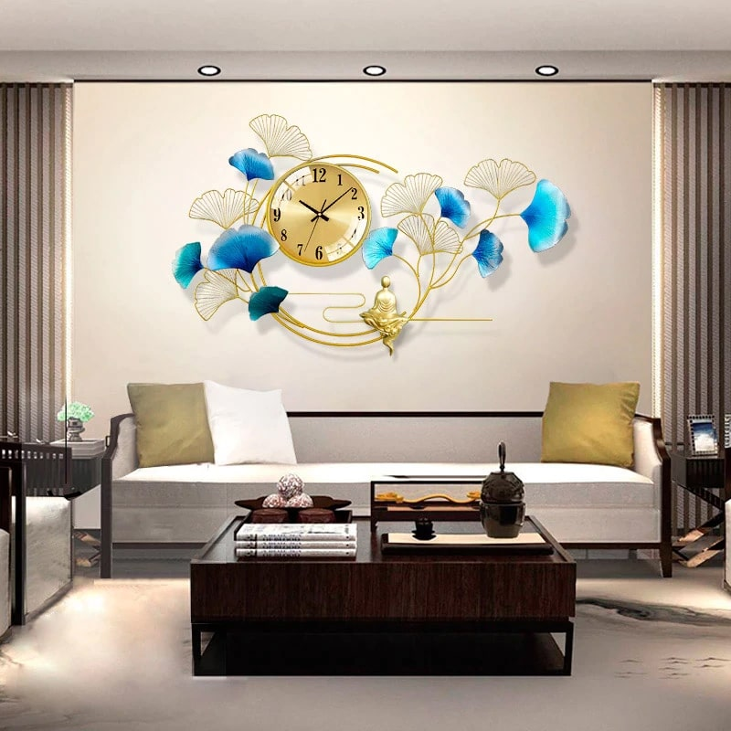 Horloge murale design géante dans un salon moderne et apaisant