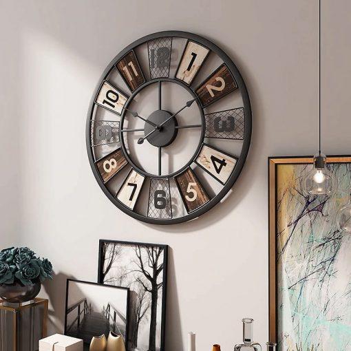 Horloge murale industrielle vintage dans le séjour