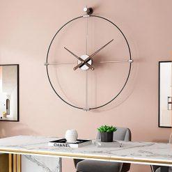 Horloge murale métal Design dans le bureau