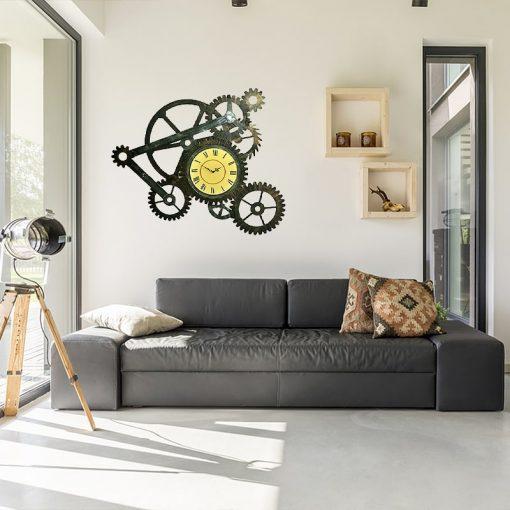 Grande horloge murale industrielle dans un salon
