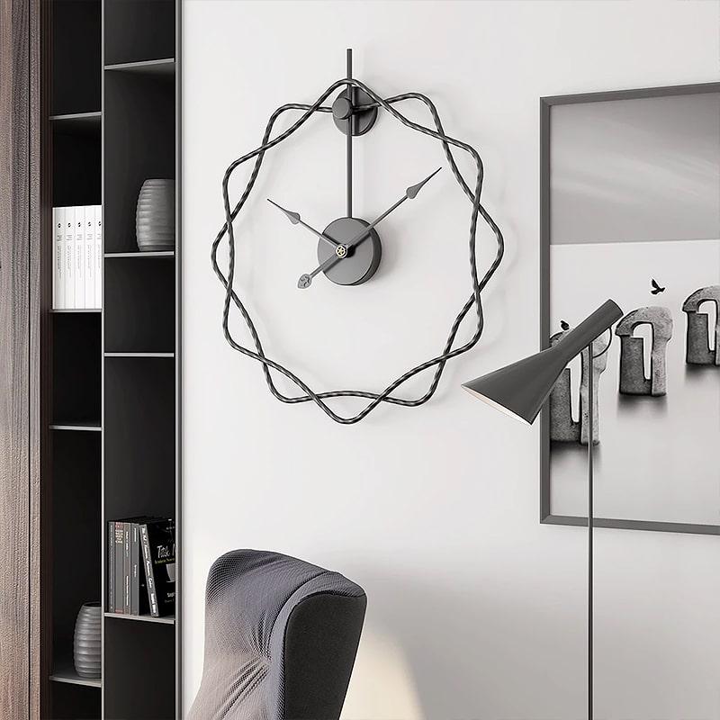 Horloge design avec un mécanisme silencieux dans un bureau