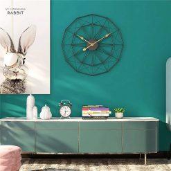 Horloge industrielle dans un loft