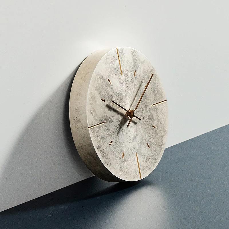 Horloge en métal vintage