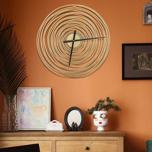 Horloge murale Design en métal pour une décoration dans le salon