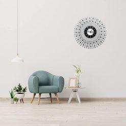 Horloge murale design et moderne coloris silver dans un salon