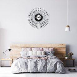Horloge murale design silver dans une chambre