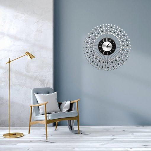 Horloge murale design silver pour une décoration dans le salon