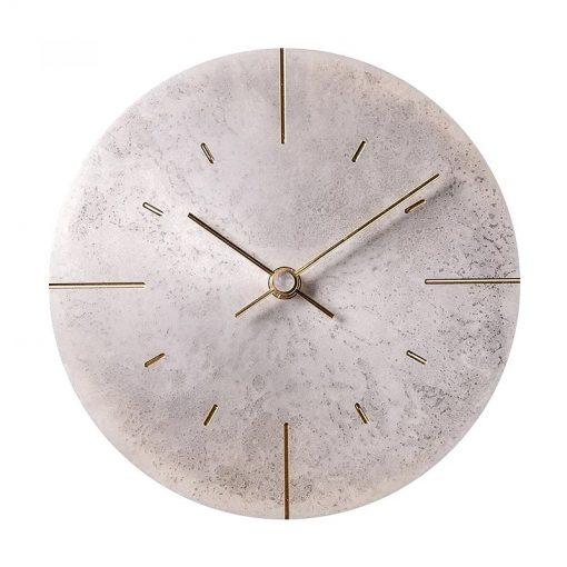 horloge murale en metal vintage