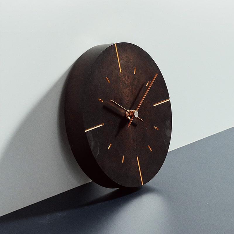 Horloge murale en métal vintage brun