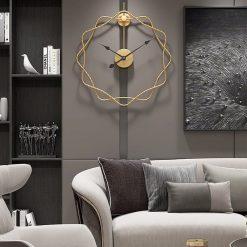 Horloge silencieuse design dans un salon