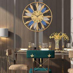 Horloge vintage dans une salle à manger