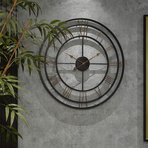 Grande horloge murale industrielle et moderne en fer forgé