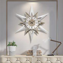 Horloge décorative murale design dans un salon moderne et contemporain