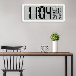 Horloge digitale led murale dans une cuisine