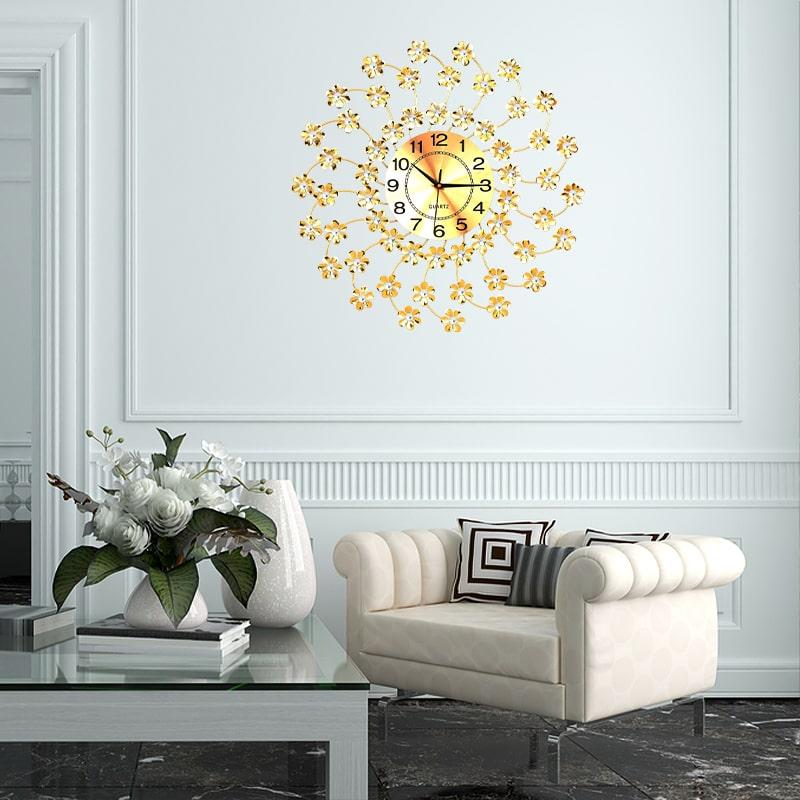 Horloge murale décorative dans un séjour moderne