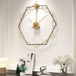 Horloge murale design 3D avec des aiguilles en bois