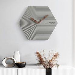 Horloge murale design scandinave de couleur grise
