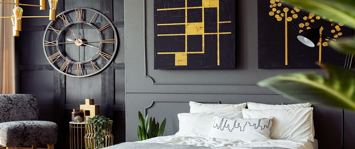 Horloge murale geante dans une chambre contemporaine et design