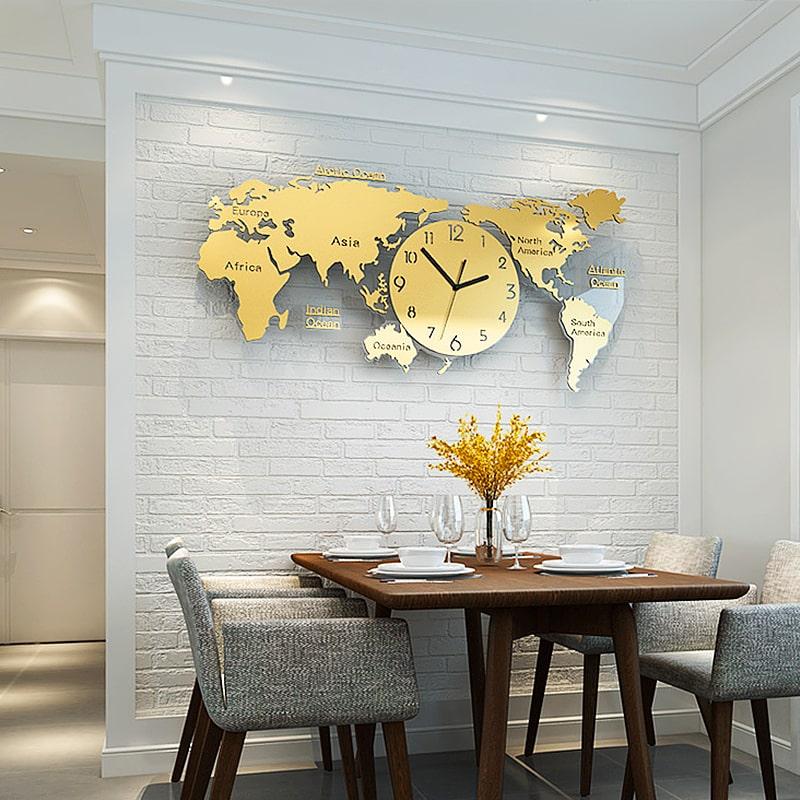 Horloge murale géante originale carte du monde design dans une salle-à-manger