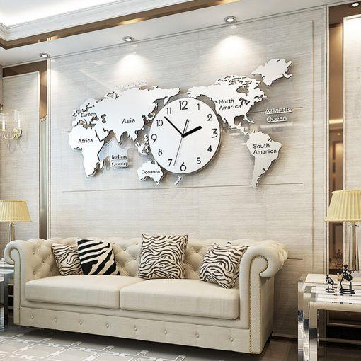 Horloge murale geante originale et design dans un sejour chic et moderne