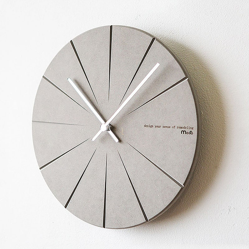 Horloge murale grise design en bois