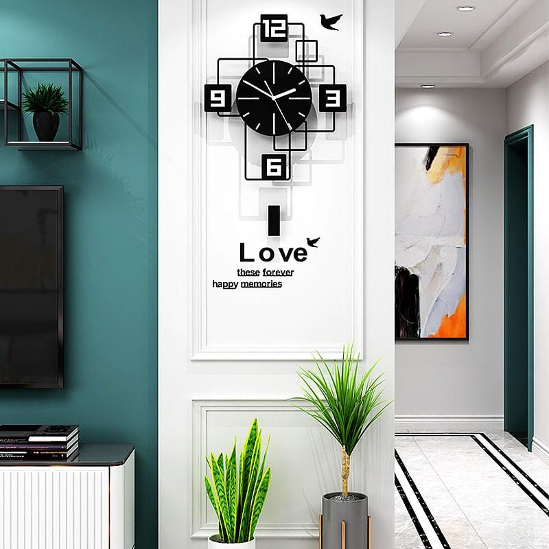 Horloge murale originale noire dans lentree dun loft