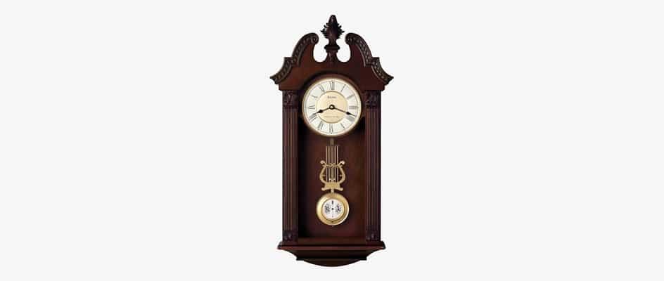 Horloge à pendule en bois avec un balancier
