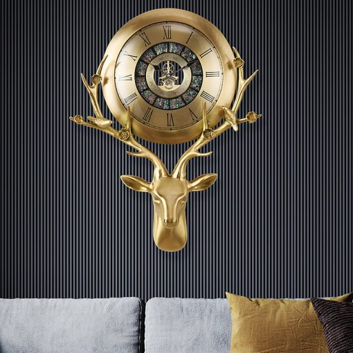 Horloge design haut de gamme dans un salon moderne