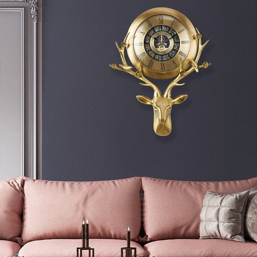 Horloge murale design haut de gamme dans un séjour