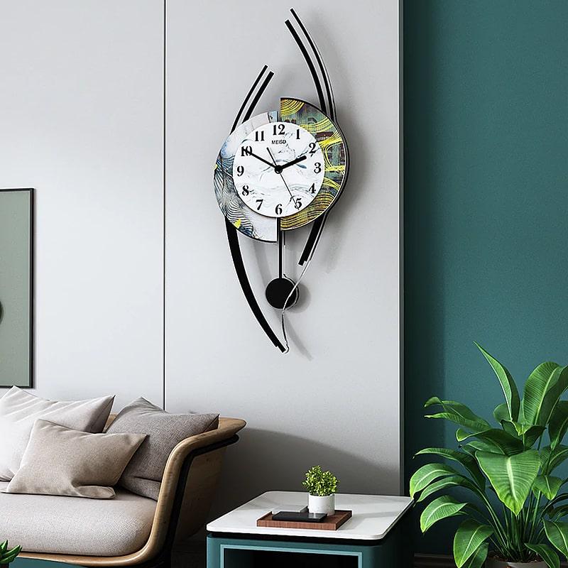 Horloge murale style originale dans un salon