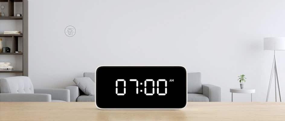 Horloge numérique digitale LED dans une chambre
