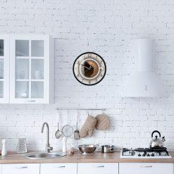 Horloge originale dans une cuisine moderne blanche