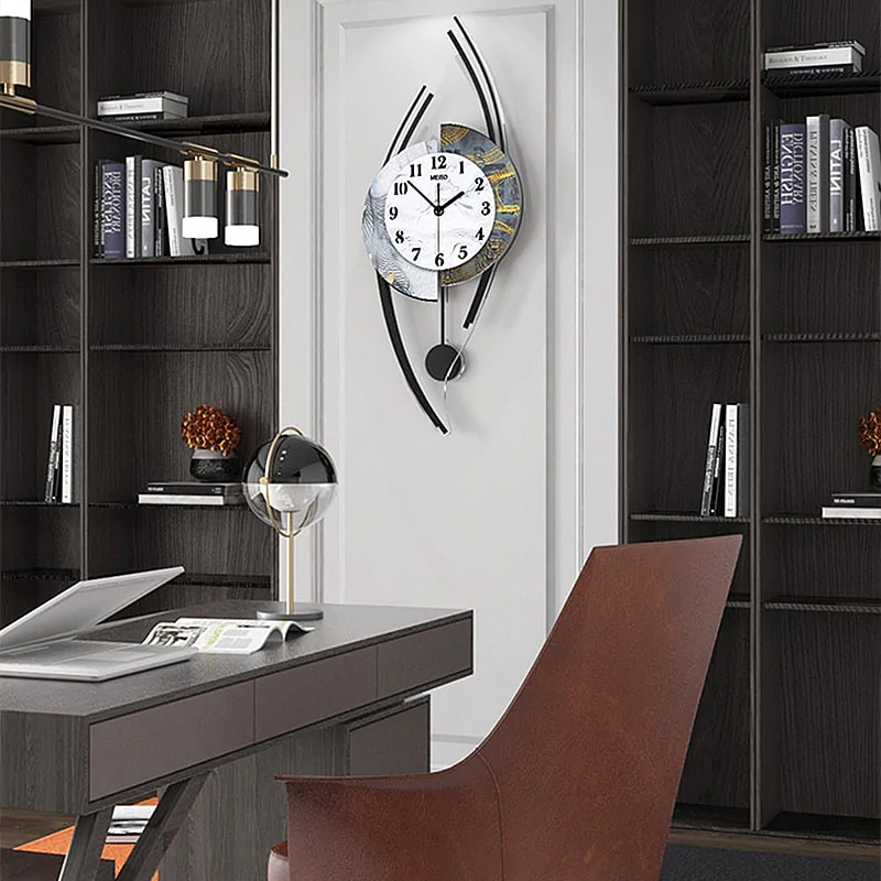 Horloge originale murale dans un bureau design