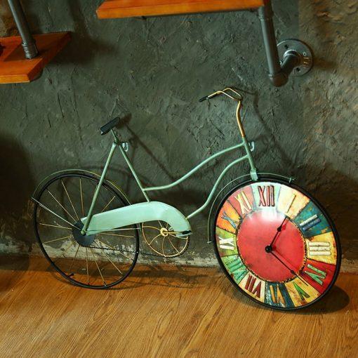 Horloge murale vintage au style ancien et rétro en forme de vélo en métal