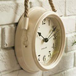 Petite horloge murale style vintage avec un cadran en verre