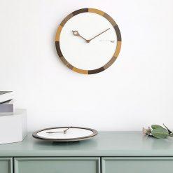 Cadran et aiguilles en bois de l'horloge murale au style scandinave