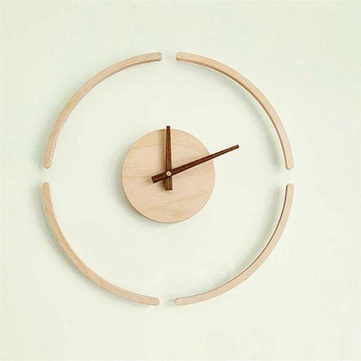 Horloge en bois moderne