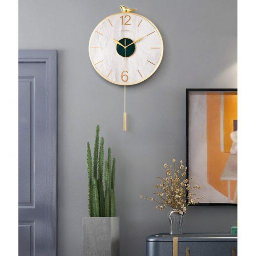 Horloge murale pendule moderne dans un salon design