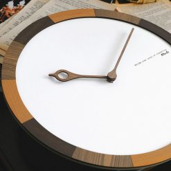 Horloge murale scandinave et moderne en bois