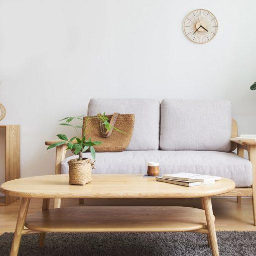 Horloge murale vintage en bois dans un sejour au style cosy