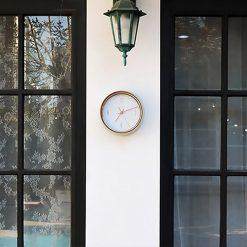 Horloge murale vintage en exterieur