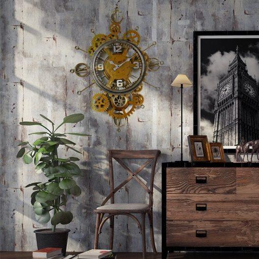 Horloge murale en metal dans un sejour au style industriel