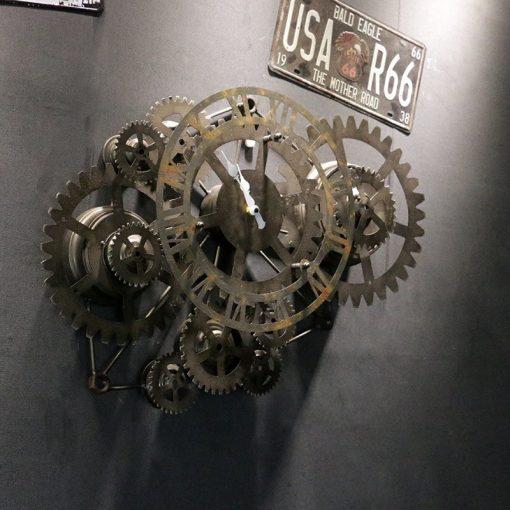 Horloge murale industrielle avec engrenages et rouages en métal